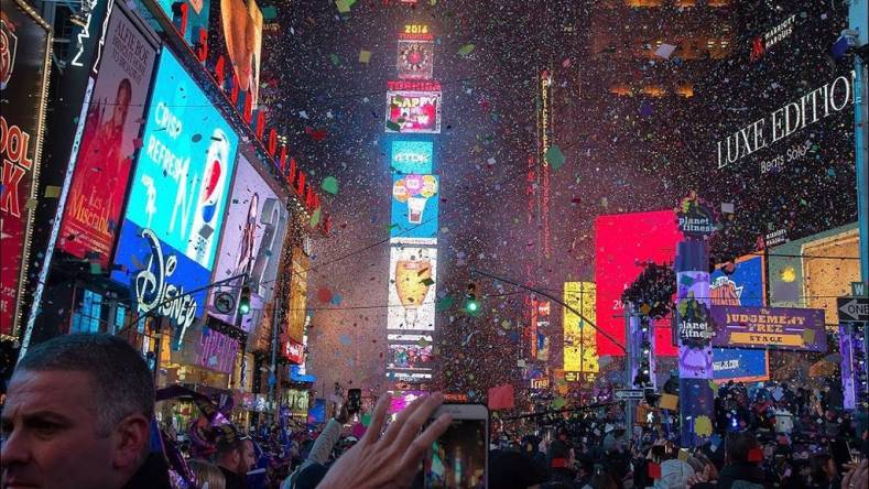 The online coverage of this year's New Years Eve festivities had to compete for wireless spectrum with other broadcast groups.