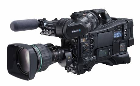 With its large-sized sensor, the AJ-CX4000 camcorder enables high-quality 4K image recording with a horizontal resolution of 2000 TV lines.