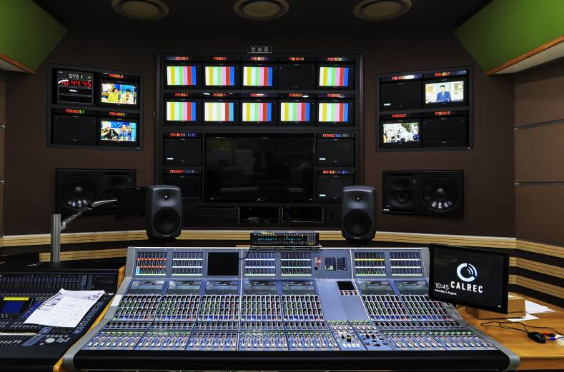 At MBC the new Apollo consoles are used for the production and recording of live-to-tape UHD and HD news and current affairs content.
