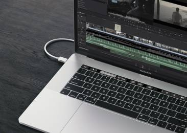The Davinci Resolve 12.5.4 update takes advantage of the Touch Bar in the new Mac Book Pro