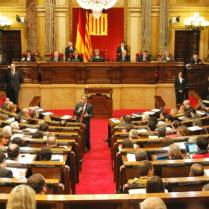 The Parliament of Catalonia produces its own institutional television signal and makes it available to media outlets.
