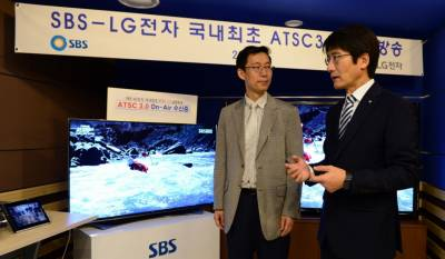 Dr. Kook-yeon Kwak, Senior EVP, LG Electronics, (left), and Mr. Youngsoo Park, CTO, SBS, discuss Korea's first 4K Ultra tests.
