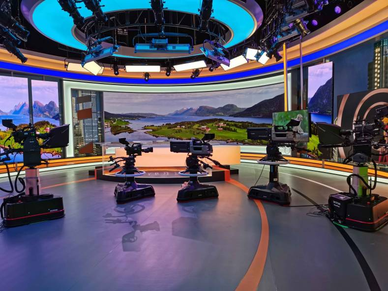 Hunan TV has installed a range of Shotoku manual and robotics systems in its recently opened 400m<sup>2</sup> state-of-the-art news studio.