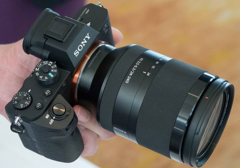 New Sony Mirrorless Camera Zooms Past Standard Camcorders - The ...