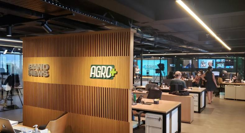 The new Agro+ Channel facility integrates the newsroom, studios and sets.