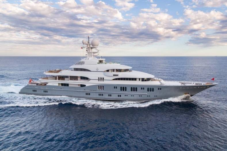 In a similar unnamed newly retrofitted 115 meter super yacht, ZeeVee encoders and decoders significantly amped up the wow factor.