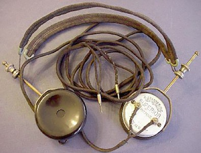 Early (1919) Brandes headphones were commonly used for radio listening,<br />but were highly uncomfortable.