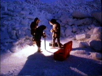 A 1984 winter Arctic expedition. Wildlife and expedition shooters fret obsessively over the size and mass of our bread-and-butter long lenses which pay the bills. Truth is, the best long lens is useless if we can't wrangle the thing or transport it easily to remote locations. Humpability is key!  At 6.6kg (14.5lbs) and 40.5cm (15.9 inches) long Canon's new lens offers excellent humpability