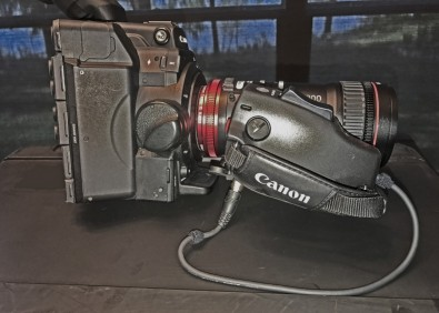 Figure 7: The ZSG-C10 focus control handle requires a cable from the grip to the camera, which results in a difficult mounting configuration at the bottom of the assembly.