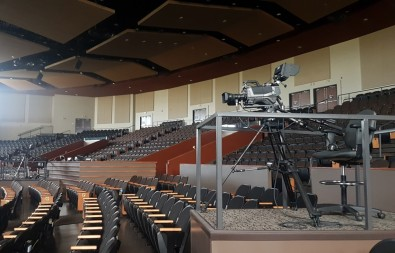 FAC uses less-expensive LED lights, so it needed a camera that would provide flicker-free video despite the varying refresh rates of these different fixtures.