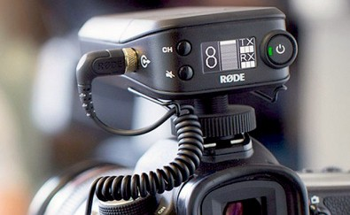 The RodeLink Filmmaker Kit is a wireless system that features a transmitter, receiver, and an included lavalier microphone. The system utilizes a Series II 2.4 GHz 128-bit encrypted digital transmission signal that constantly monitors and hops between frequencies to select the strongest signal.