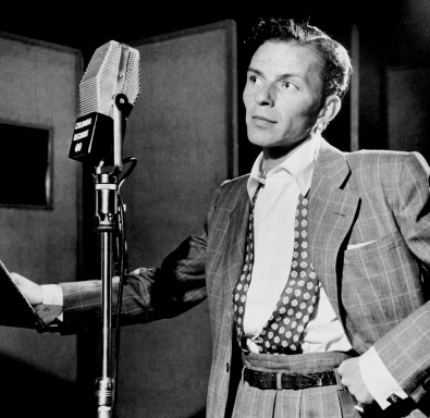 Frank Sinatra sings into an RCA 44B ribbon mic in 1947